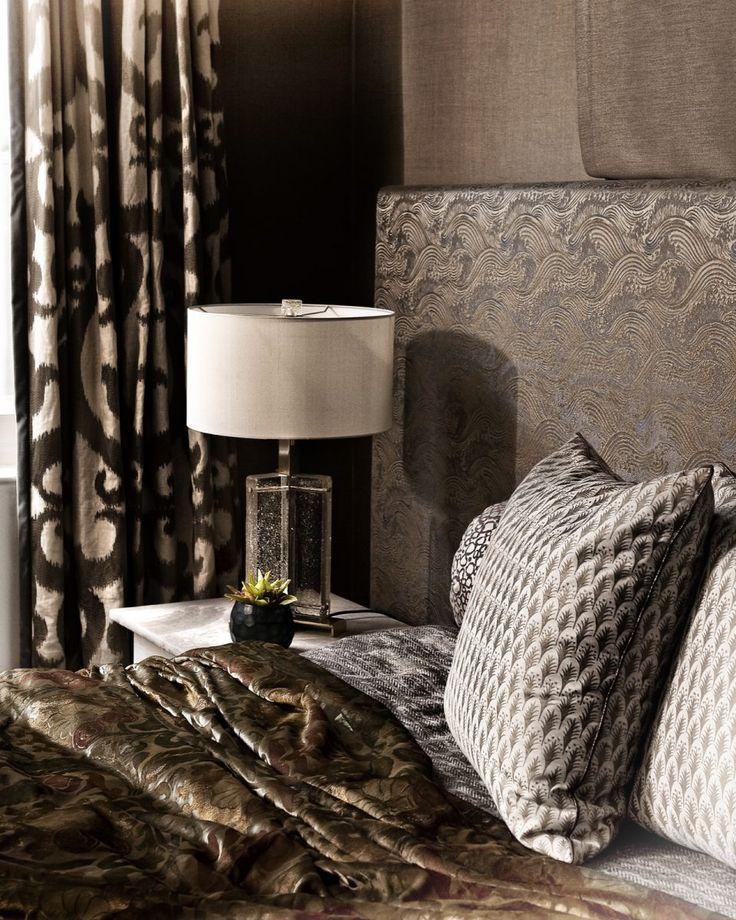 Chique slaapkamer interieur met woonaccessoires