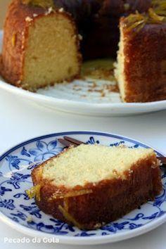 """""""O"""" bolo de laranja, simples, fofinho e delicioso! Massa: 4 ovos 2 xícaras de açúcar (usei 1½ xícara) ½ xícara de óleo (usei canola) 1 xícara de suco de laranja coado 2 xícaras de farinha de trigo peneirada 1 colher (sopa) de fermento em pó"""