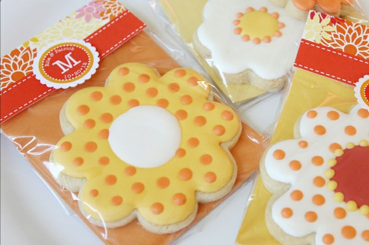 I love the way these cookies are wrapped as favors.