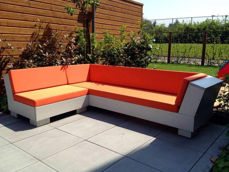 Stijlvolle hoekbank van steigerhout met waterdichte zitkussens verkrijgbaar in diverse kleuren!