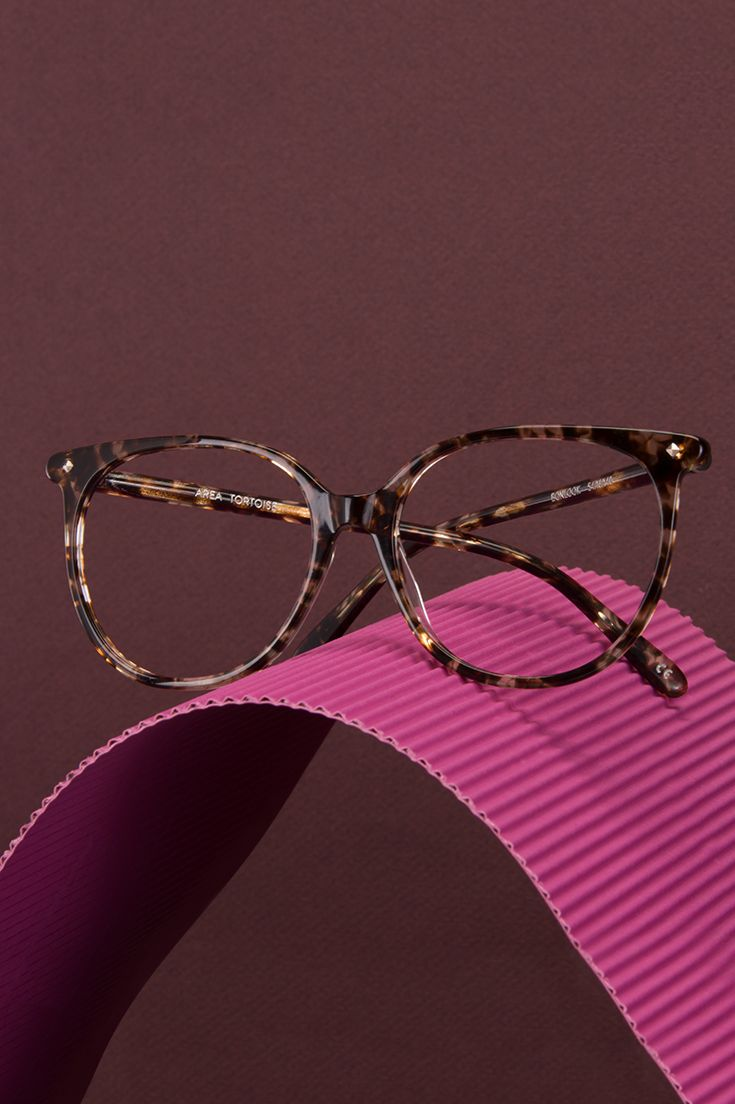 From our women's New Essentials collection, our Area frame in tortoise. An easy go-to slightly oversized look.