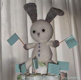 Op zaterdagavond legde ik de laatste hand aan het lief klein konijntje. En prompt wordt zondag mijn lieve kleine neef geboren. Maandag moest...