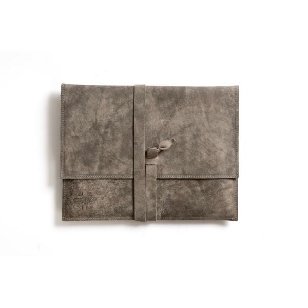 Cute wrap around cluth. The colour and texture work well together, giving a aged feel.