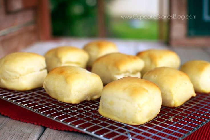 Copycat Texas Roadhouse Rolls - Cupcake Diaries