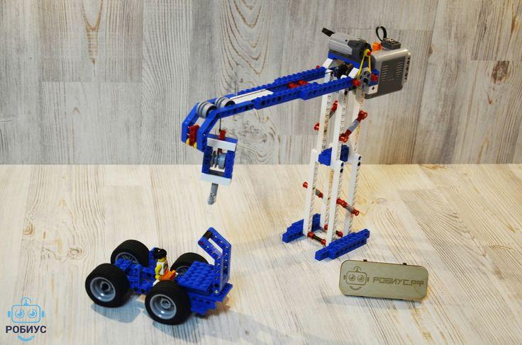 """В субботу """"Lego Education Wedo"""" дети 5-8 лет, помимо робототехники, попробовали себя в качестве инженеров-конструкторов. У них в распоряжении был набор Lego Education """"Технология и физика"""". Ученики собрали строительный кран и небольшой джип, который, как решили ребята застрял на стройке и ему нужна была помощь. В итоге, кран с легкостью поднял автомобиль и спас испугавшегося водителя)) Набор позволяет использовать в своей модели различные виды передачи движения. Преподаватель на примерах…"""
