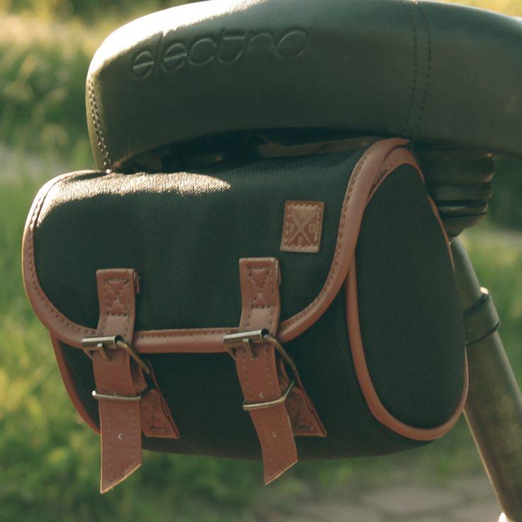 Czarna sakwa pod siodło Black saddle bag
