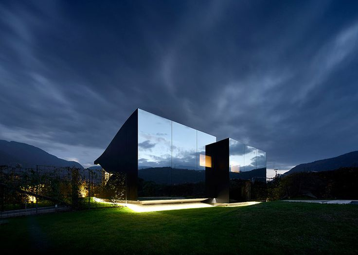 Reflect on this: 5 projects that use mirrors on their facades to frame nature | Architecture And Design