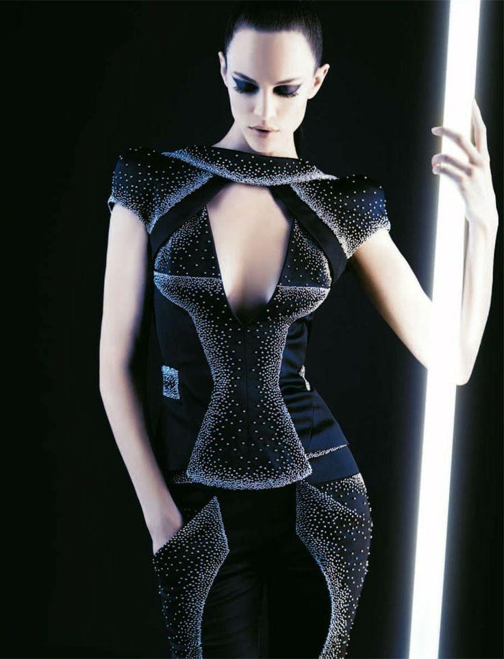 Future Fashion, Karl Lagerfeld Neo-Couture, Futuristic Clothing