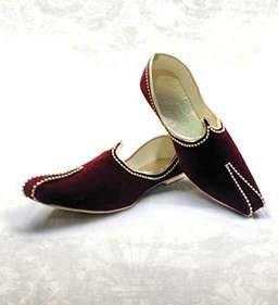 Бордовая индийская мужская обувь (туфли), украшенная стразами