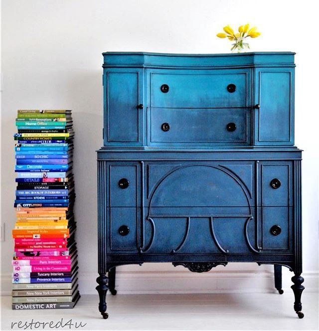 Everything Ildiko Horvath Paints Brings Us So Much Joy This Bold Blue Dresser Is Absolutely No Ex Avec Images Mobilier De Salon Relooking De Mobilier Finition De Meubles