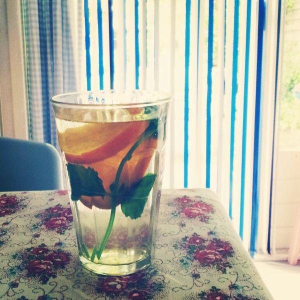 Sinaasappel-munt thee