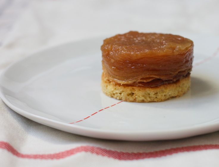 Apple Tarte Tatin (thin layers, with caramel and syrup)