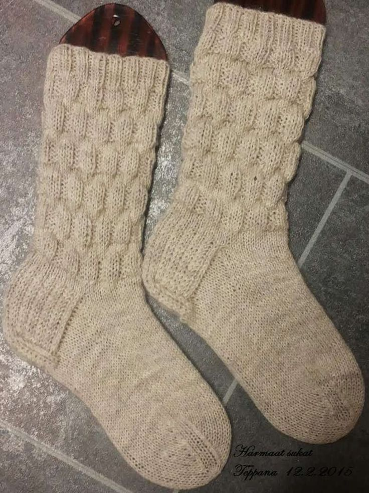 Jotain valmista tänäkin vuonna. Tosin nämä sukat olen alottanut jo viimevuoden joulukuussa.  Tässä on ollut niin innostusta kävelemiseen ja...