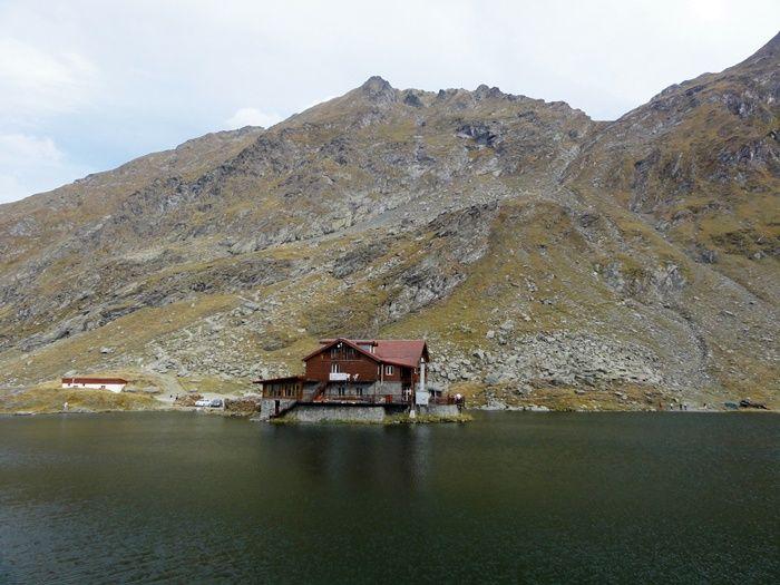Lacul Balea -  lac glaciar, situat la o altitudine de 2.040m, in Muntii Fagaras, Judetul Sibiu
