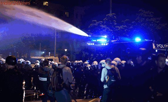 German Police Use Water Cannon on G20 Protestors
