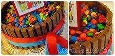 Super easy cake deco Super easy cake decorating! kit kat cake!...  Super easy cake deco Super easy cake decorating! kit kat cake! Break me off a piece of that! ;) YUM! Recipe : http://ift.tt/1hGiZgA And @ItsNutella  http://ift.tt/2v8iUYW