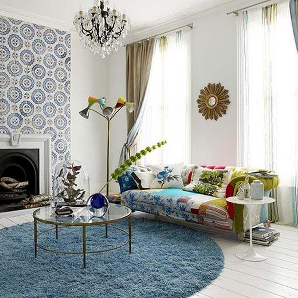 диван в  гостиной в стиле пэчворк