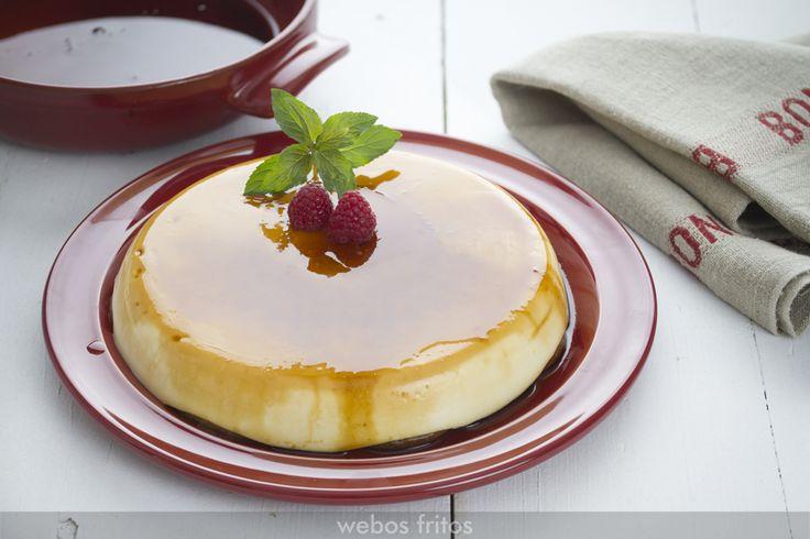 Esta tarta exprés de queso es la típica tarta que se ha hecho siempre, con base de galleta, y con una textura de cuajada.