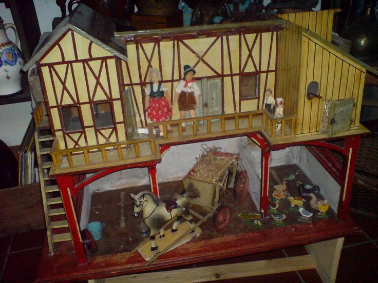 Antiker-Holz-Spielzeug-Bauernhof-mit-viel-Zubehoer-um-1920-gut-erhalten