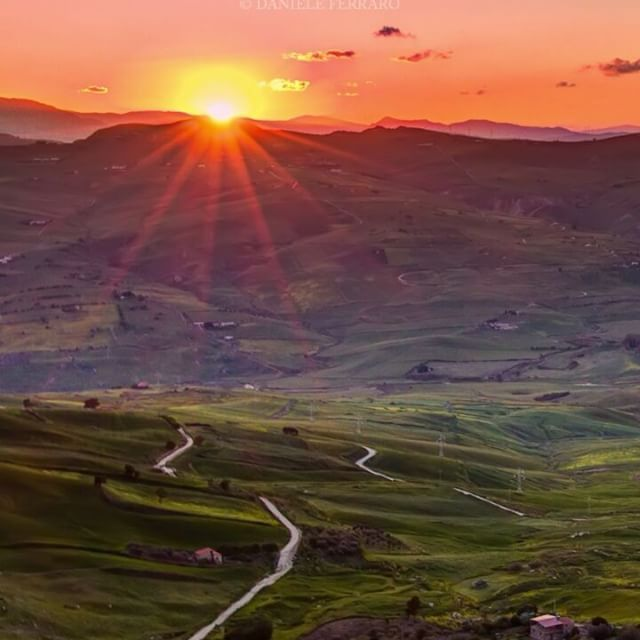 Distese di verde che sembrano non finire mai! Al tramonto poi non ne parliamo neanche😁Io adoro😍 __________________________ 🌍Marianopoli, Sicily 🎼Intermezzo from Cavalleria Rusticana, Pietro Mascagni  #italia #italy #sicilia #sicily #earth_shotz #bns_earth #zamanidurdur #igersmood #viverelasicilia #loves_skyandsunset #ig_visitsicily #sicilia_super_pics #yallerssicilia #italiainunoscatto #just_features #vivo_italia #ig_italia #ig_italy #italia_dev #italy_vacations #don_in_italy…
