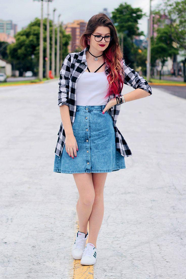 Meninices da Vida: Look: Saia jeans, camisa xadrez e strappy bra.