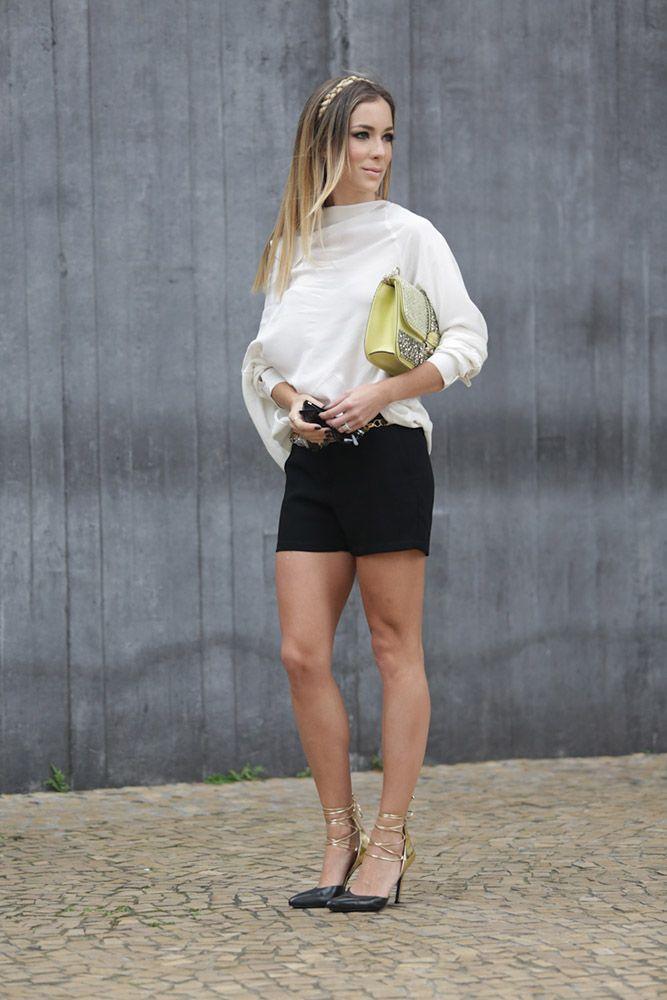 Para o segundo dia escolhi uma combinação que na teoria é comum e básica: shorts preto e camisa branca, mas que com peças com cortes inusitados e detalhes especiais tornaram o look interessante. Como sempre gosto de fazer, usei o cabelo e a maquiagem como acessórios para compor o look também. Look do dia: shorts …