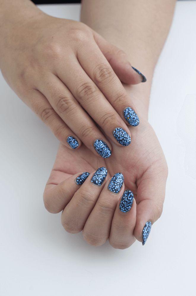 Diseño de uñas azul Rey