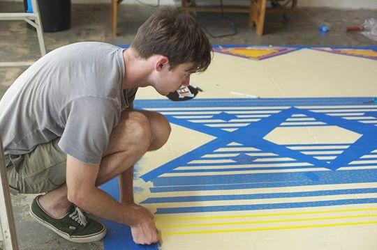 Pintando chão para se transformar em um tapete