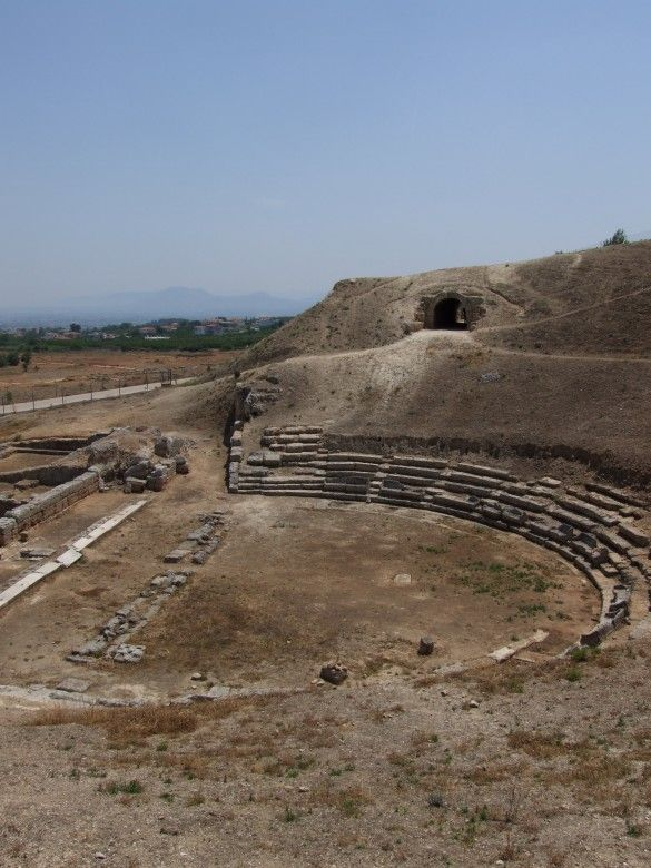 A small archeological site, but a very important one. In fact, the theatre of Ancient Sikyon, which you can visit, was among the biggest ones in Ancient Greece. And it is this theatre that, according to legend, witnessed the birth of tragedy. Its new museum is definitely worth a visit!