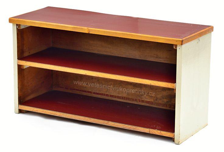 Dřevěný botník v selském stylu  #vetešnictví #bazar #bazarnábytku #junkshop #vetesnictviukopretinky