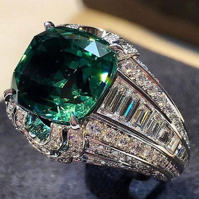 Louis Vuitton emerald & diamond ring