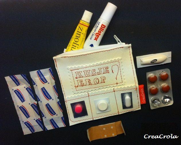 Bedankje einde schooljaar voor juf of meester of staiare PABO.  Geef de leerkracht een EHBO-etui'tje voor in hun tas,  www.creacrola.nl