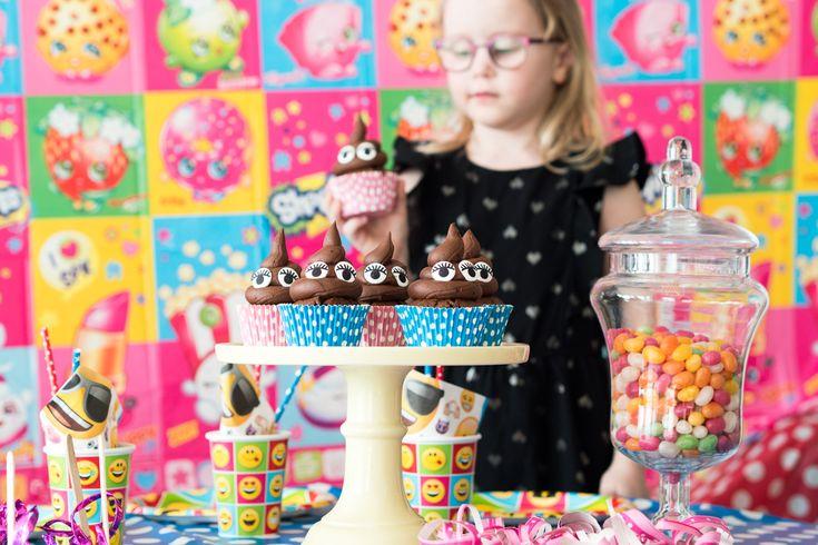 Kakkapökälekuppikakut eli Emoji Cupcakes Mestarikokki-Lasten keittokirja reseptin mukaan.