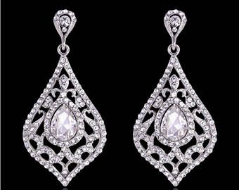 PAIR Rhinestone Tear Drop Bridal Crystal Wedding Prom gauges plugs tunnels earrings 2g 0g 00g 7/16 1/2 6mm 8mm 10mm 11mm 12mm  These are only available with stainless steel tunnels, either with an o-ring or with a screw-on backing (making it double flared.) You can choose which style you prefer in the Style Tunnel drop down menu.  These come in a variety of sizes: 4g - 5mm 2g - 6mm 0g - 8mm 00g - 10mm 7/16 - 11mm 1/2 - 12mm Regular posts   Please choose which size you pref...