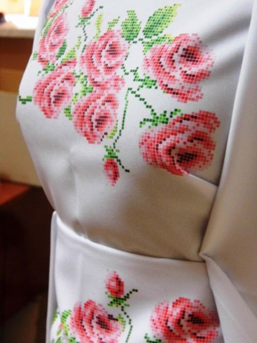 Заготовка жіночого плаття під вишивку бісером Троянди фото 2 ... a906ecb2eded2