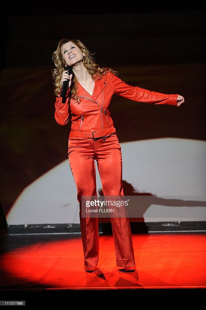 Photo d'actualité : Lara Fabian performs in concert at the Arena in...