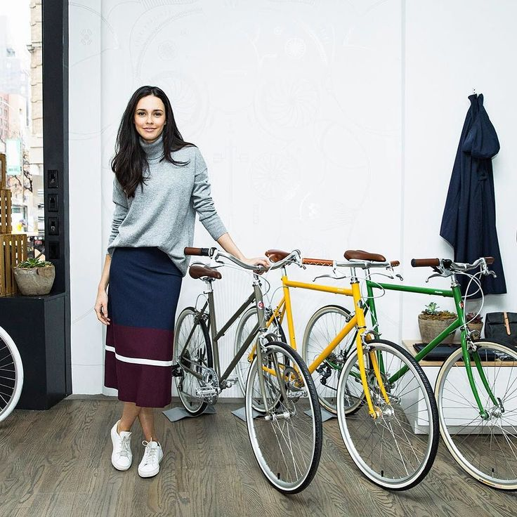 Thanks @toryburch for stopping by the shop and covering our very own @julianarudell #tokyobike #tokyobike_nyc #toryburch @torysport by tokyobike_nyc
