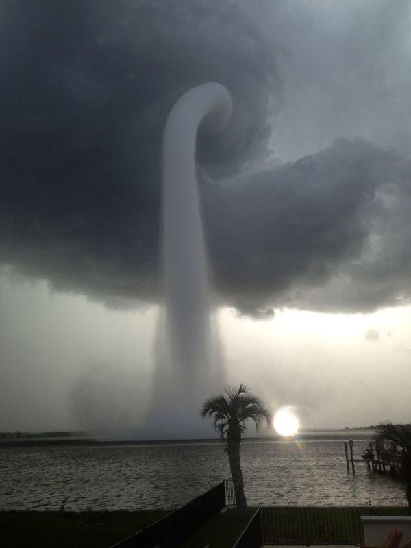 Катастрофическая красота. Торнадо в Тампа Бэй, штат Флорида, США. 24 июля 2013 года