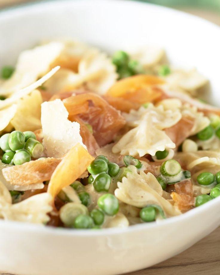 Een lekkere pasta met gerookte zalm en doperwtjes. Dit gerecht is het lekkerst als je het met verse doperwtjes  kan klaarmaken!
