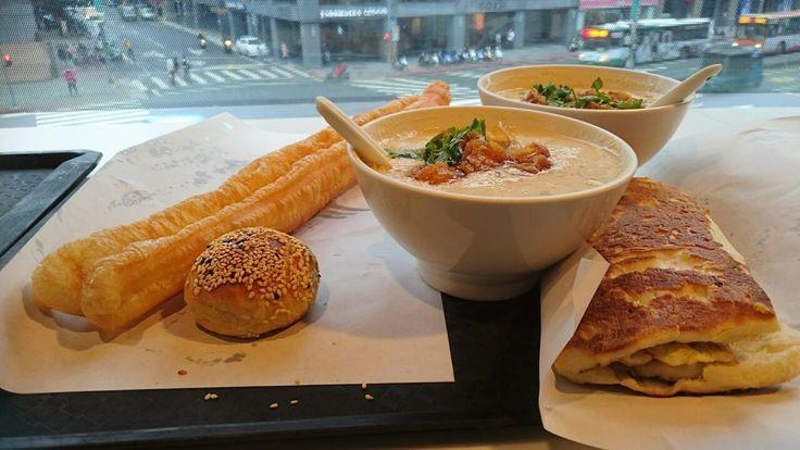 台湾では朝食を外で食べるのが一般的なので、街には早朝から営業している店がたくさん! フォートラベルでは、台湾旅行で人気の朝食とおすすめの店をご紹介します。 ホテルでの朝食もいいけど、せっかくなら街中の店でローカル気分を楽しんでみてはいかが?