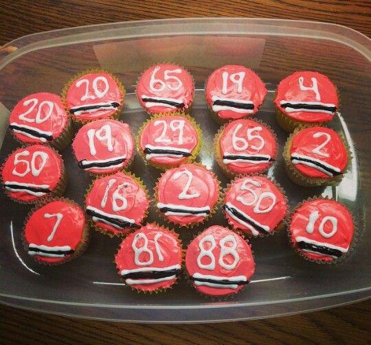 Awesome hockey cupcake idea, but instead of Blackhawks make them Boston Bruins!!