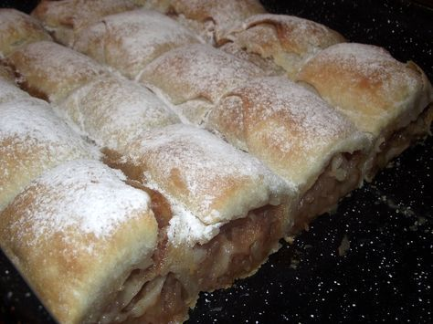 Reteta culinara Desert placinta cu mere din categoria Dulciuri. Specific Romania. Cum sa faci Desert placinta cu mere