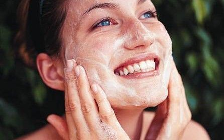 Baking Soda Scrub For oily combination skin and Large Pores  http://beautygyaan.com/index.php/baking-soda-scrub-for-oily-combination-skin-and-large-pores/  Read full article here