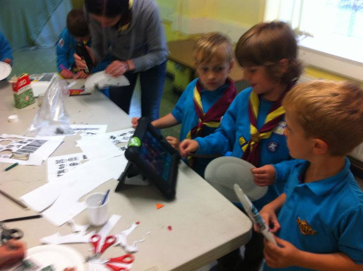Tabtoob with my Beaver Scouts, showing us how to make shakers and not minding the glue :)