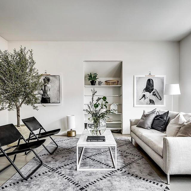 Concrete floor and big Oliv tree 👌🏽 @ Tulegatan 5A Soon for sale via @notarvasastan Styling @stylingbolaget Foto @henriknero #inredningsstyling #inredningsinspo #inredning #interior4you #interior123 #layered #eilersen #lovewarrior #tree #träd #klong #inredning #inredningstips #vardagsrum #vardagsrumsinspo #livingroom #livingroominspo #green #grey