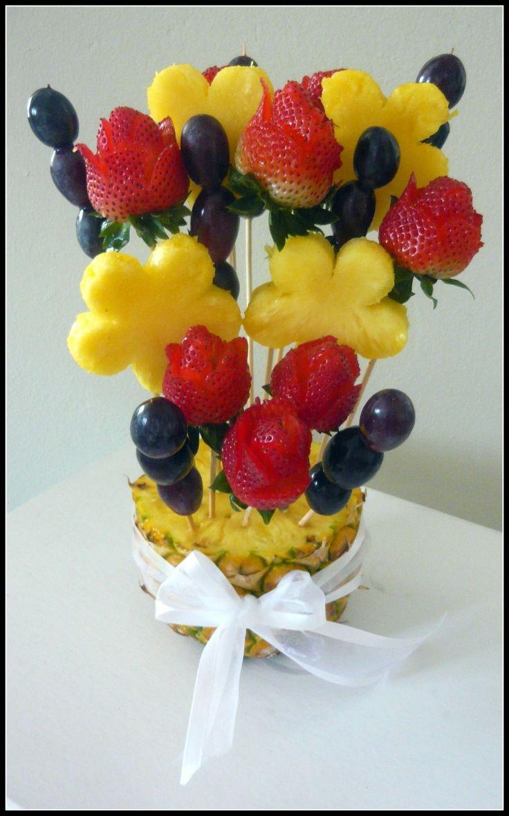 Arreglo frutal para cualquier ocasión! Regala algo nutritivo y fresco. Haz tu pedido llamando a nuestra oficina al 829-433-1366 o al celular (Whatsapp) 849-753-1070