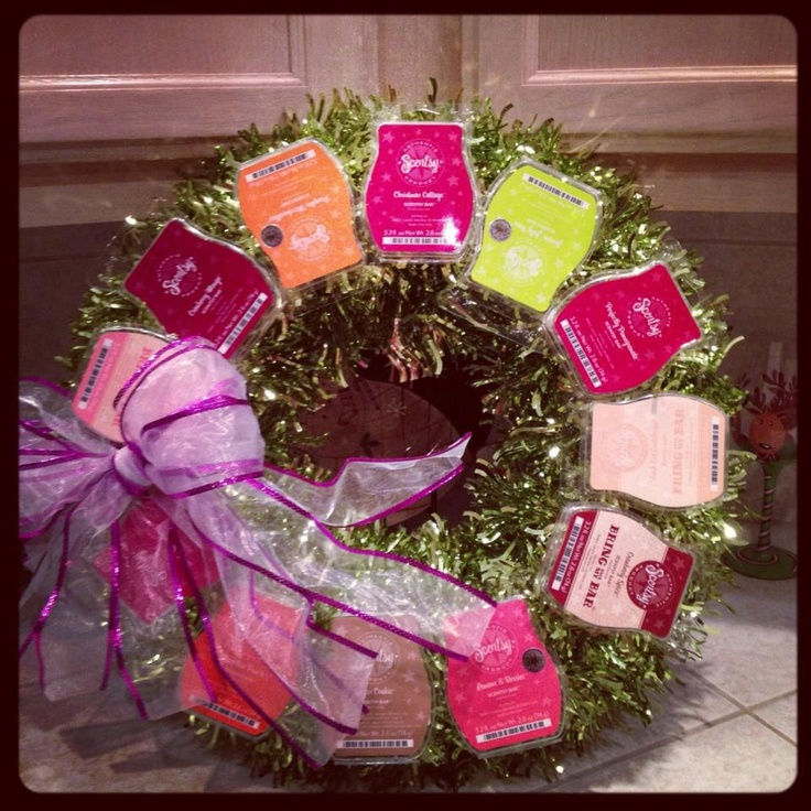 Use your empty Scentsy bar clam shells to make a wreath! Great for parties or home shows!
