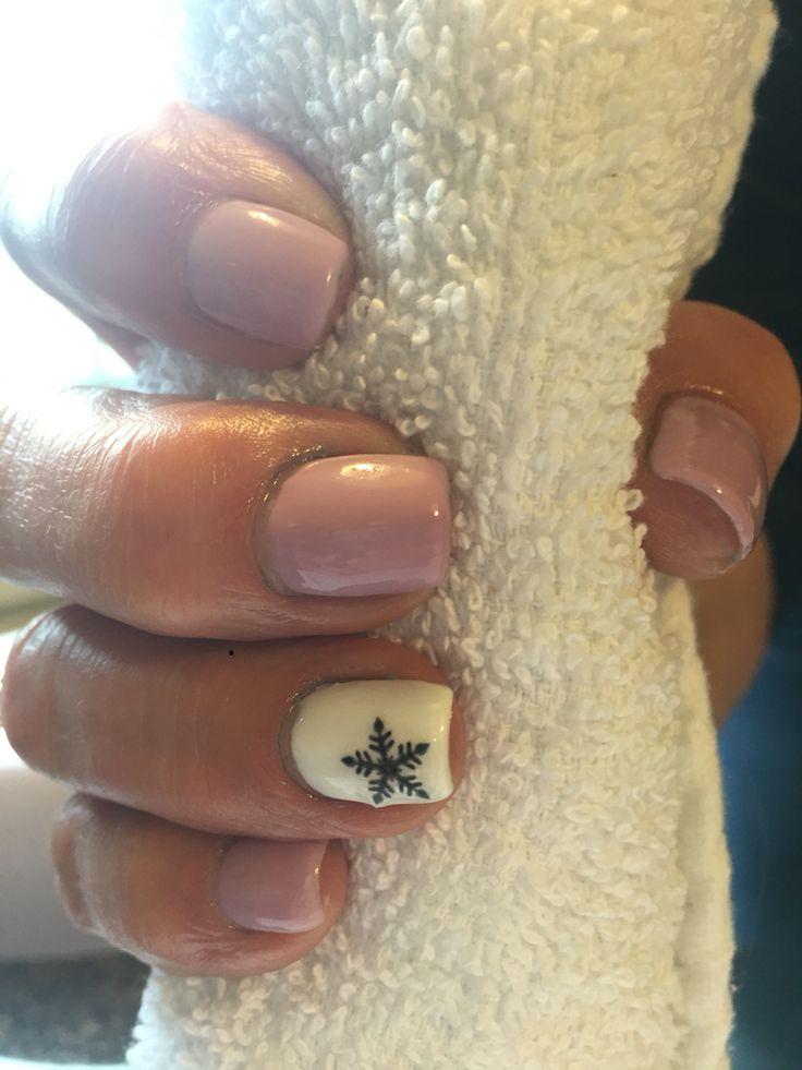 Snowflake gel nails