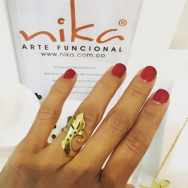 #anillo Grandiflora hecho a mano en #Plata 950, enchapado en #Oro 24k con 3 #Esmeraldas Colombianas.  Grandiflora #ring #handmade un 950 #silver, #24k #goldplated wirh Colombia #Emeralds.  #jewelrydesigner #jewels #jewelrys #jewelrylover #finejewelry  #jewelryartits #joyasdeautor #joyaspersonalizadas #joyascontemporaneas #joyasdeplata #joyas #silver #plata #regalos #regalo #regalosespeciales #regalosoriginales #regalacolombiano #fashionblog #modablog