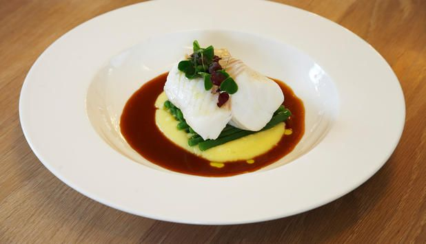 Oppskrift på skrei med potetpuré og rødvinsjy. #fisk #oppskrift
